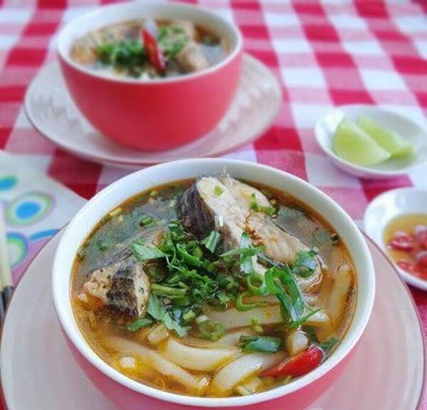 Trình bày đẹp mắt - Cách nấu bánh canh cá lóc bột gạo, rau đắng kiểu miền Tây