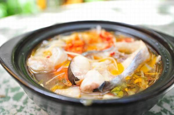 Cách Nấu Canh Chua Cá Hú với thơm, đậu bắp