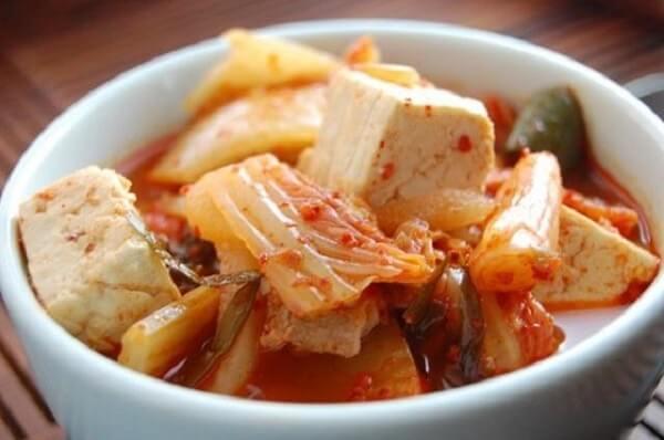 Canh kim chi là một món ăn truyền thống của Hàn Quốc