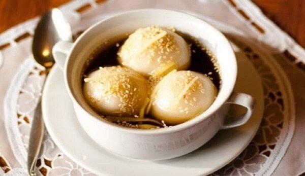 Món chè trôi nước nhân đậu xanh được nhiều người Việt yêu thích