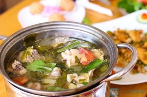 Cách nẩu lẩu gà lá giang chua chua thơm ngon hấp dẫn – lau ga la giang