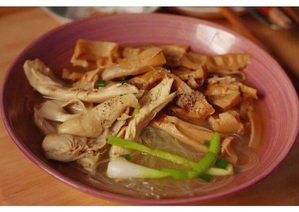 Thành phẩm sau khi hoàn thành - Cách nấu miến gà măng khô ngon trong mâm cơm Tết, mâm cơm cúng