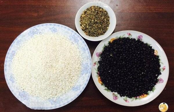 Nguyên liệu nấu xôi đậu đen bằng nồi cơm điện