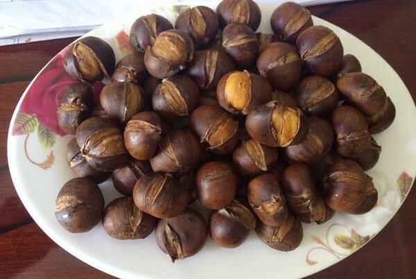 Hạt dẻ nhỏ để rang ăn, không bùi lắm nhưng ngọt