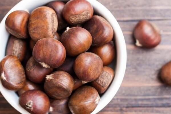 hạt dẻ khô chứa lượng vitamin khá cao