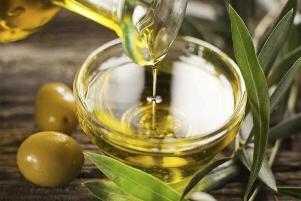 Dầu ôliu cũng nguồn cung cấp chất chống oxy hóa phenol, có thể bảo vệ thành mạch máu khỏi sự tích tụ cholesterol
