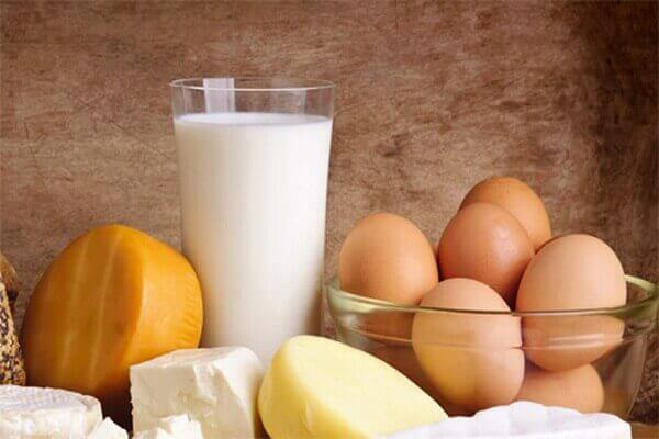 vẫn sử dụng trứng và sữa
