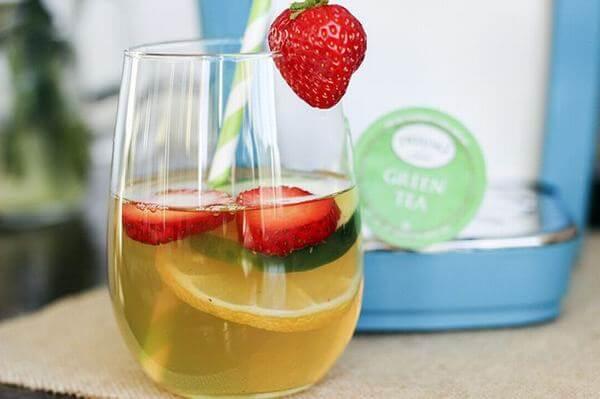 Nên dùng nước trà xanh làm detox thay cho nước lọc