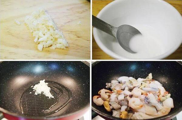 Xào hải sản với các nguyên liệu và gia vị khác cho thấm nguyên liệu