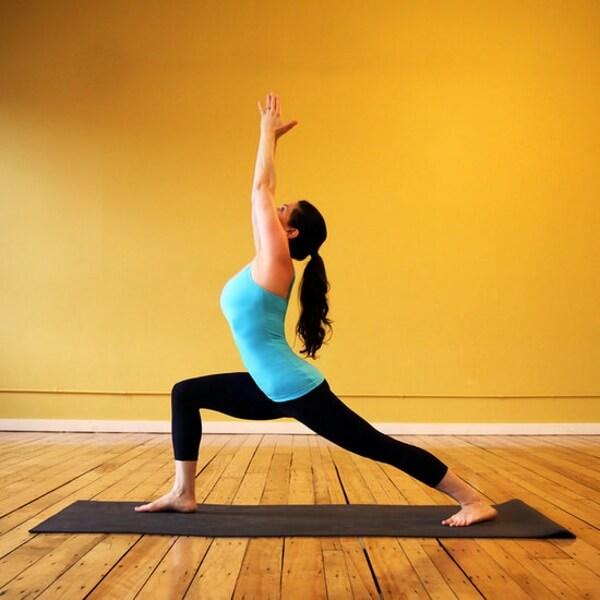 Warrior I được nhắc đến khá nhiều trong số các tư thế yoga giảm mỡ bụng