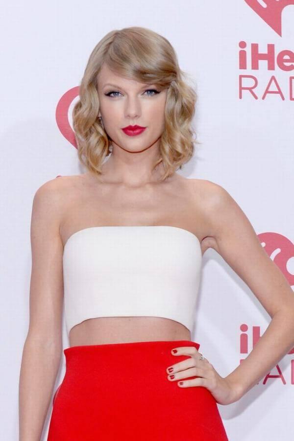 Sắc nhuộm vàng đồng nổi hơn bao giờ hết nhờ sự lăng xê của Taylor Swift