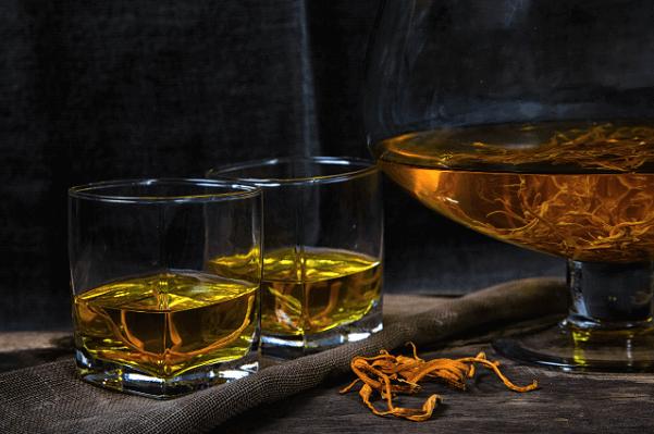 Tác dụng của đông trùng hạ thảo ngâm rượu