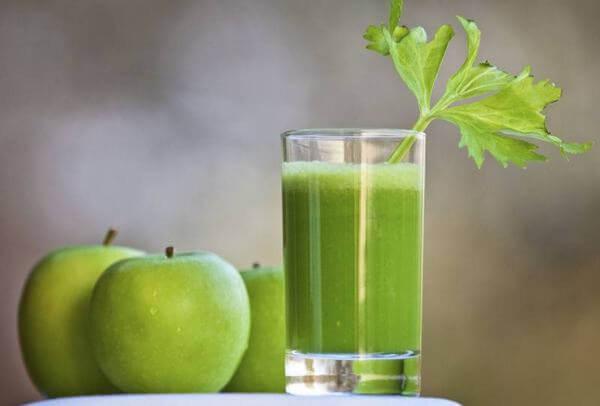 Nước ép táo xanh không thể thiếu trong thực đơn giảm cân của bạn gái