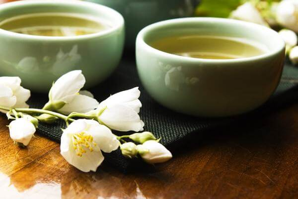 Trà hoa lài giúp cải thiện vóc dáng bởi chức năng giảm cholesterol trong máu, chống oxy hóa