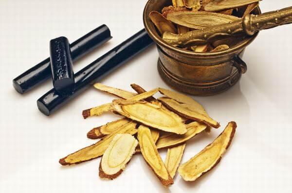 Trà cam thảo trong y học phương Đông là một loại trà thảo mộc có tính mát, hạ hỏa