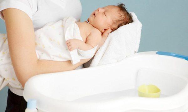 Cách tắm cho trẻ sơ sinh các mẹ nên biết