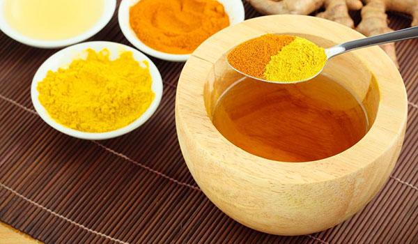 Chữa bệnh đau dạ dày nhẹ với mật ong và nghệ
