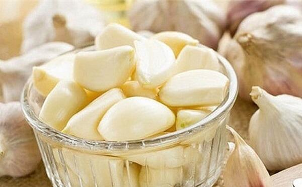 Ăn tỏi ngâm dấm có tác dụng gì trong phòng/chữa cảm cúm, viêm họng