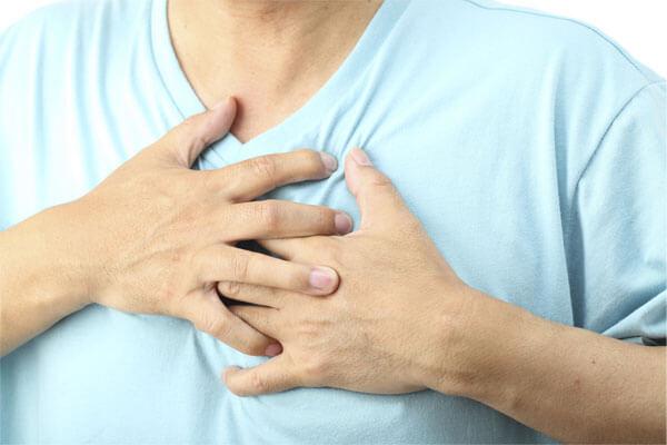 người bệnh một cảm giác vô cùng khó chịu: nóng cổ học, tức ngực, khó thở nhẹ