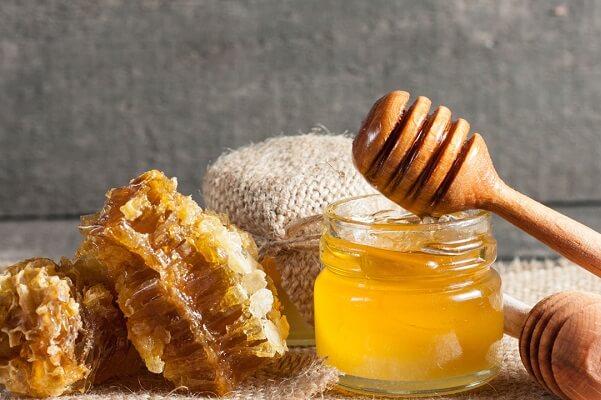 mật ong còn là một chất kháng sinh thiên nhiên có tác dụng diệt khuẩn